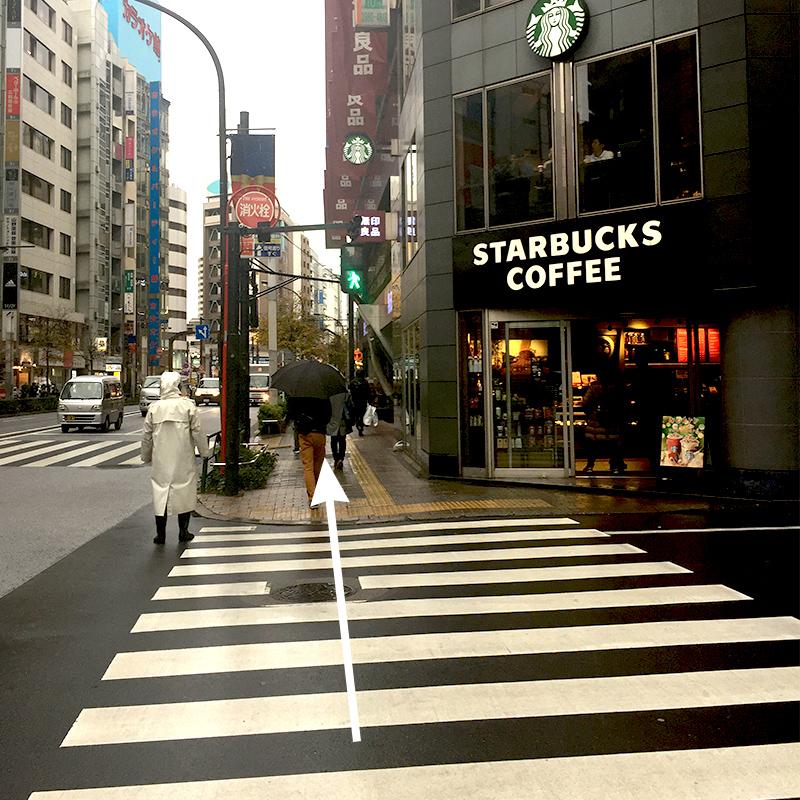 スターバックスコーヒーさんも通り過ぎます。